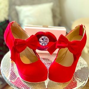 Red almond-toe suede heels with bow